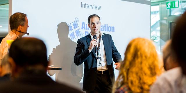 Björn Jonsson, styrelseordförande för Automation Region och divisionschef på ABB Process Automation, intervjuas av Magnus Melander, THINGS, på Smart Factory Forum.
