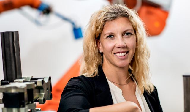 Emma Vidarsson vann 2015 års upplaga av studenttävlingen Automation Student med sitt examensarbete om energieffektivisering av industrirobotars rörelser. Foto: Oscar Mattsson.