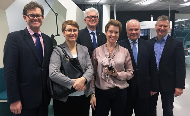Den polska delegationen besöker expectrum. Från vänster Jaceck Pilawa, Joanna Kuldo, Zbigniew Dynak, Ulrika Åberg, Marek Dyduch och Pawel Zimwcki.